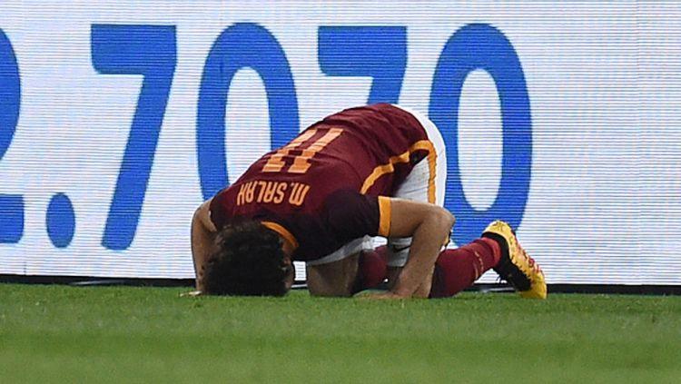 Mohamed Salah merayakan gol dengan bersujud syukur. Copyright: © INTERNET