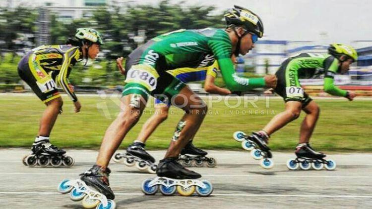 Ilustrasi Sepatu Roda. Copyright  © Ivan Indosport 9bdd8b6293