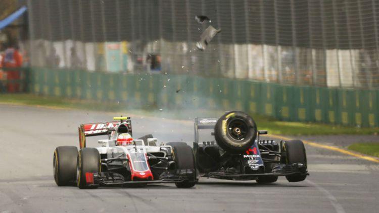 Insiden kecelakaan Fernando Alonso dan Esteban Gutierrez. Copyright: © INTERNET