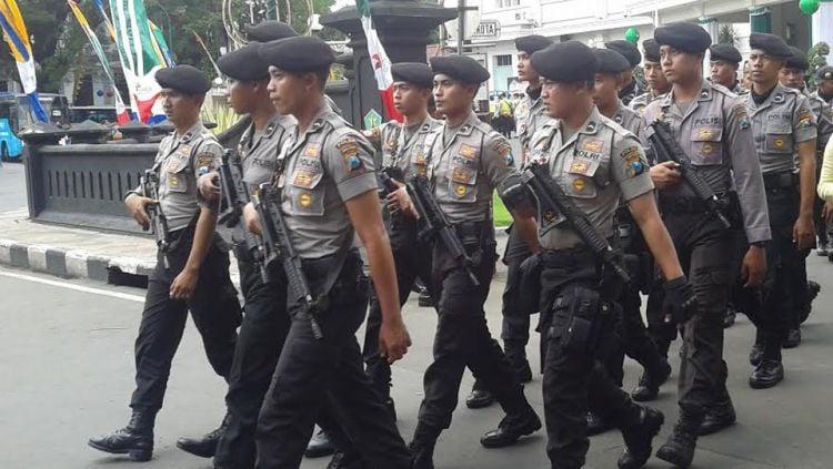 Laga Arema FC melawan Persib Bandung dijaga ketat aparat kepolisian. Copyright: © Ian Setiawan/INDOSPORT