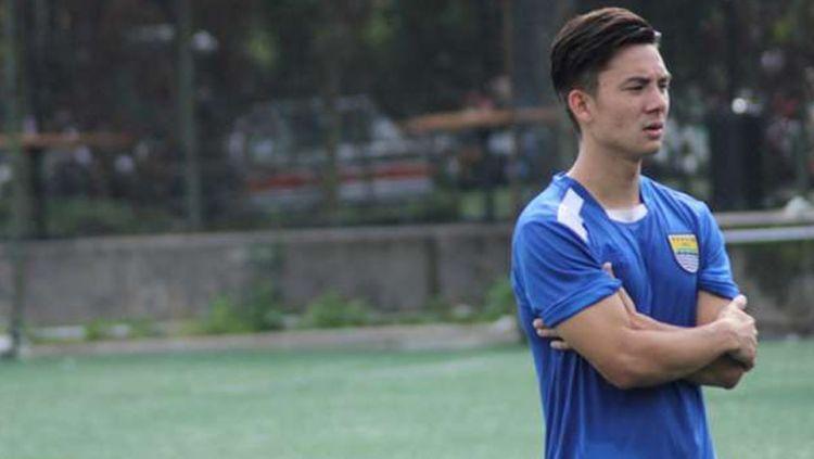 Kim Kurniawan belum bergabung dalam sesi latihan Persib Bandung. Copyright: © INTERNET