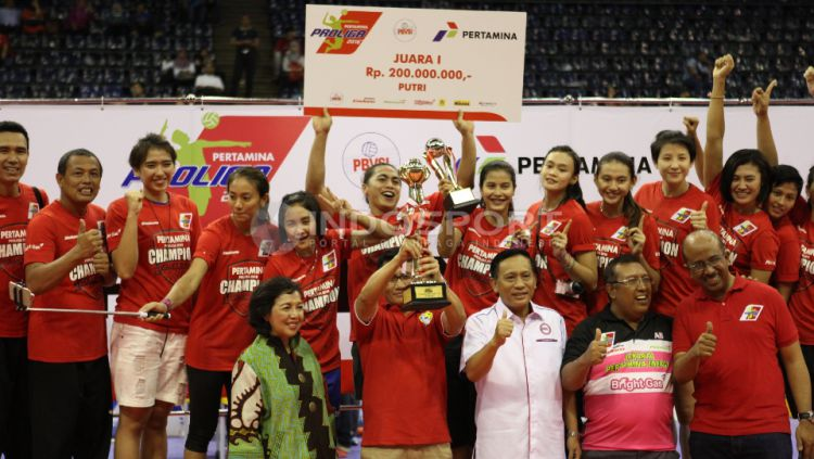 Juara Proliga putri 2016, Tim Electric PLN. Copyright: © Herry Ibrahim/INDOSPORT