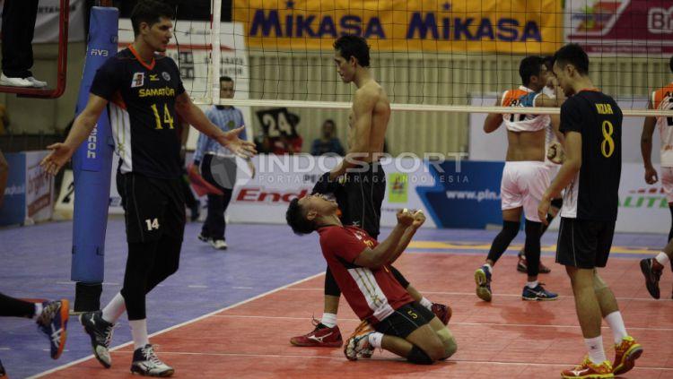 Ekspresi kemenangan para pemain Bhayangkara Surabaya Samator. Copyright: © Herry Ibrahim/INDOSPORT