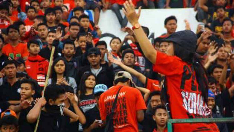Barisan Tokoh Suporter Legendaris di Liga Indonesia