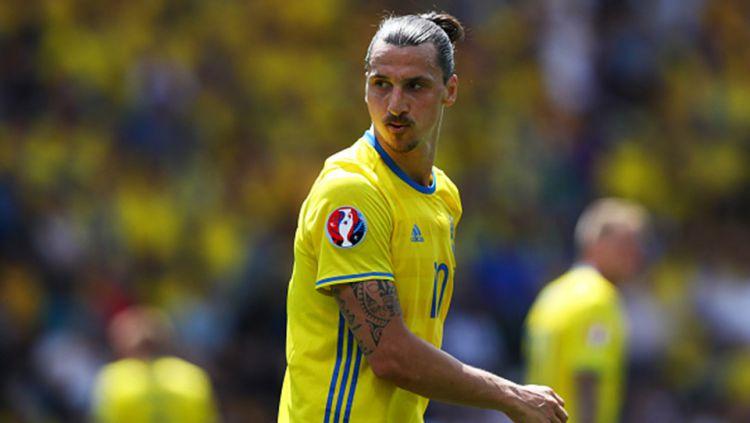 Zlatan Ibrahimovic saat membela Swedia melawan Italia. Copyright: © INTERNET