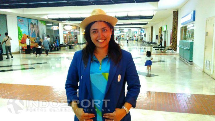 Wasit taekwondo perempuan Indonesia yang bertugas di Olimpiade Rio 2016, RahadewinetaRahadewineta, telah kembali ke Tanah Air dan tim Indosport pun langsung mewawancarainya di Bandara. Copyright: © Ramadhan/Lanjar/INDOSPORT