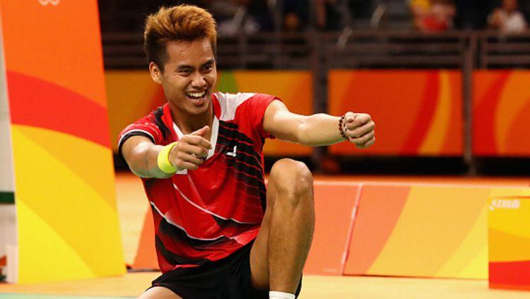 Tontowi Ahmad merayakan keberhasilan meraih medali. Copyright: INTERNET