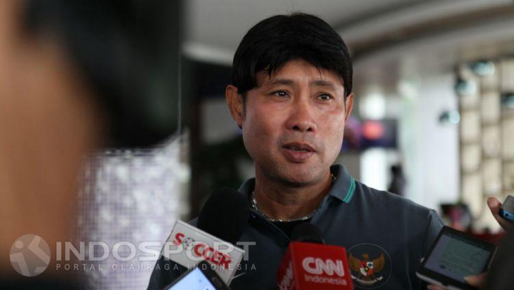 Eduard Tjong resmi melatih Sragen United. Copyright: © Petrus Manus Da