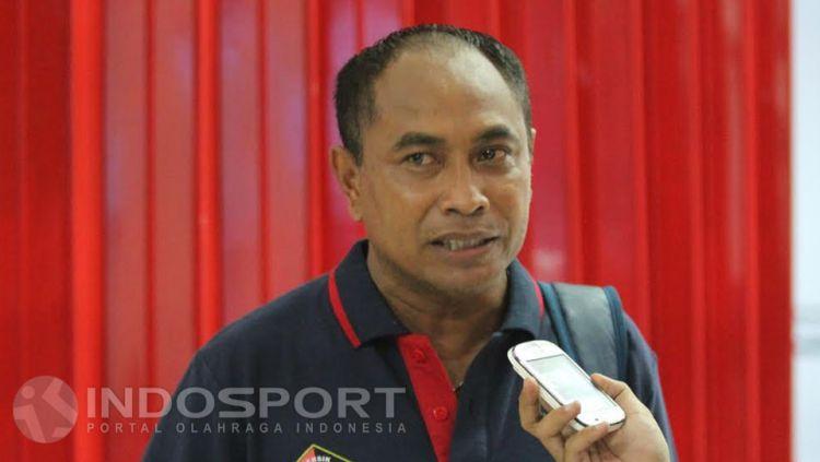 Pelatih Sriwijaya FC, Kas Hartadi saat diwawancara. Copyright: © Ian Setiawan/INDOSPORT