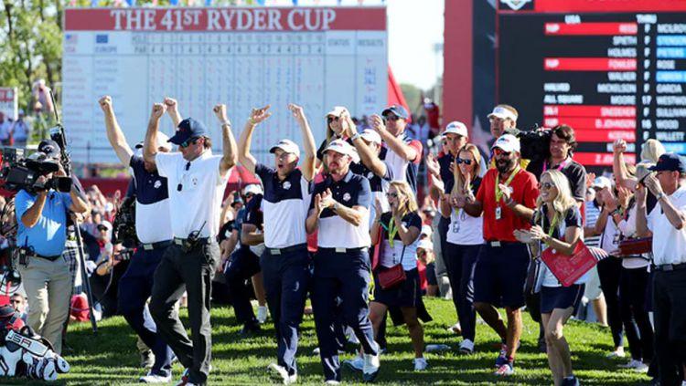 Tim Amerika Serikat merayakan kemenangan di Piala Ryder. Copyright: © INTERNET