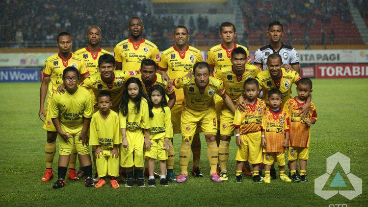 Skuat Sriwijaya FC sebelum kick off melawan Persija Jakarta. Copyright: © INTERNET