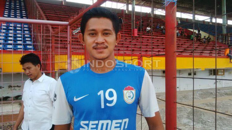 Berbagai macam cara dilakukan oleh setiap pemain PSM Makassar saat menjalani masa libur Liga 1 2020 akibat pandemi virus corona, salah satunya Rizky Pellu. Copyright: © Muhammad Nur/INDOSPORT