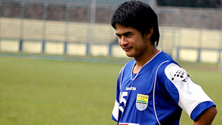 5 Pemain yang bisa angkat trofi juara setelah tinggalkan Persib Bandung. Copyright: © Indosport.com