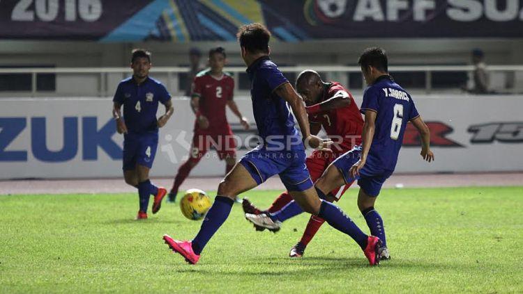 Situasi pertandingan Timnas Indonesia vs Thailand. Copyright: © Herry Ibrahim/INDOSPORT