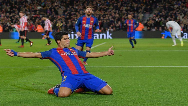 Luis Suarez bawa Barcelona unggul 1-0 atas Athletic Bilbao di babak pertama. Copyright: © Getty Images/Lluis Gene