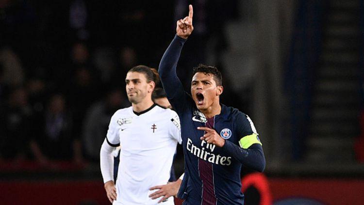 Thiago Silva melakukan selebrasi usai membobol gawang Metz di ajang Piala Liga Prancis. Copyright: Internet