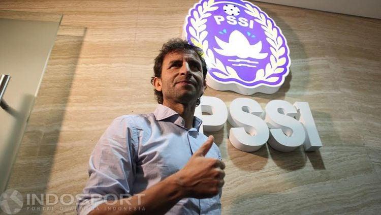 Luis Milla resmi diperkenalkan PSSI sebagai pelatih Timnas Indonesia. Copyright: © Herry Ibrahim/INDOSPORT