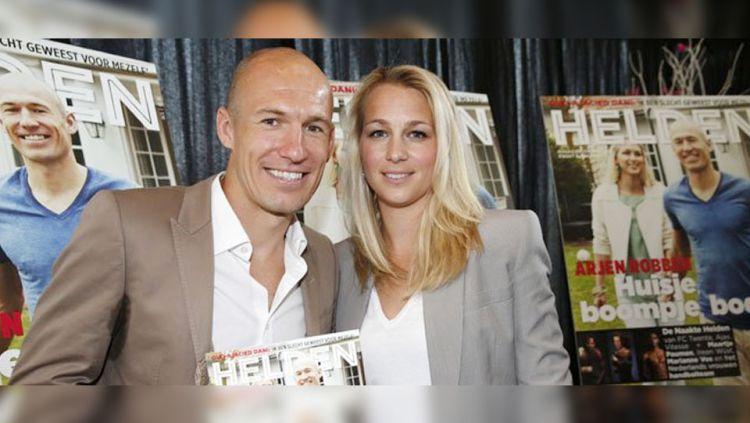 Eks pemain bintang Bayern Munchen, Arjen Robben, mengkonfirmasi kalau istrinya bernama Bernadien ternyata positif terpapar virus corona. Copyright: © diariofemenino