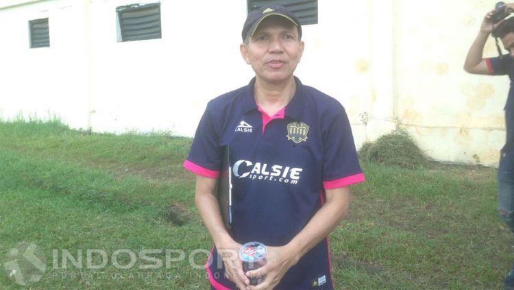 Mantan asisten pelatih Persija Jakarta, Isman Jasulmei. Copyright: © Muhammad Adiyaksa/INDOSPORT