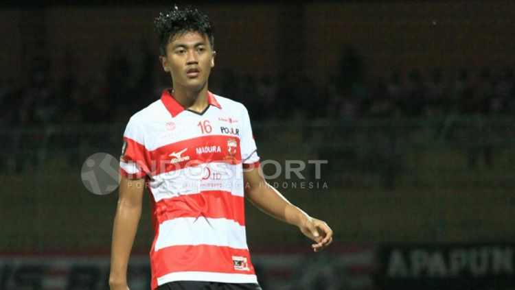 Rizky Dwi Febrianto saat masih memperkuat Madura United. Copyright: © Ian Setiawan/Indosport