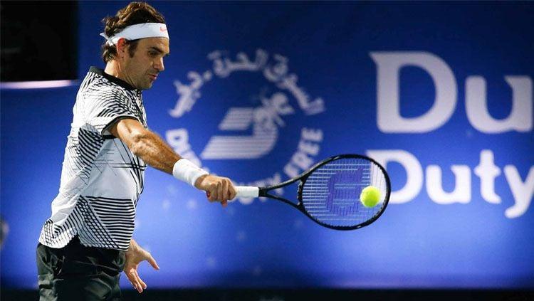 Roger Federer saat bertanding di Dubai Terbuka 2017. Copyright: © dubaidutyfreetennischampionships