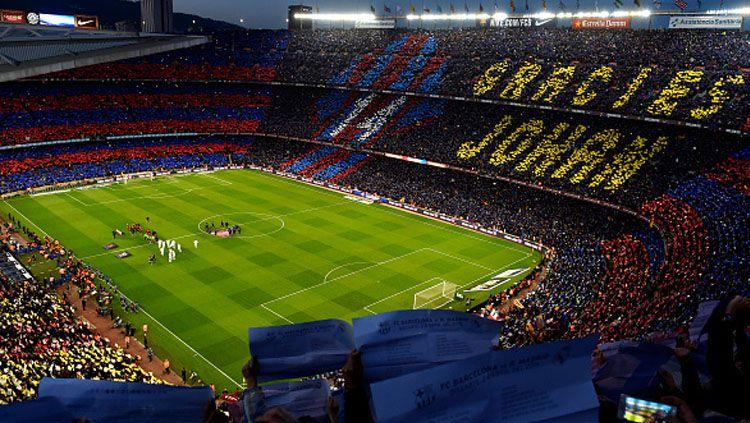 Dukungan puluhan ribu publik Camp Nou akan bantu Barcelona menjadi kampiun La Liga Spanyol. Copyright: Alex Caparros/Getty Images