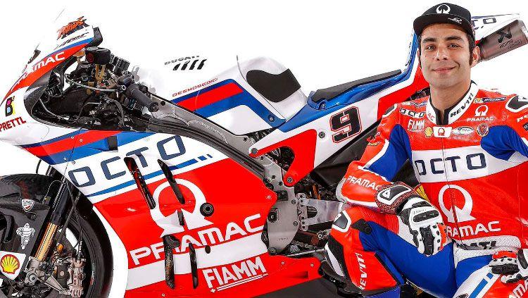 Pembalap Pramac, Danilo Petrucci dalam perkenalan motor baru. Copyright: © Facebook Pramac Racing