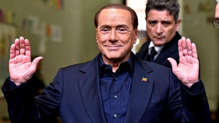 Pemilik klub Serie B Italia Monza sekaligus mantan presiden raksasa Serie A Italia AC Milan, Silvio Berlusconi, positif terjangkit virus corona (Covid-19). Copyright: © Alvaro Padilla Bengoa/Anadolu Agency/Getty Images