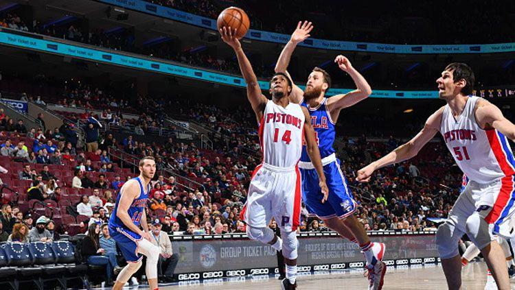 Ish Smith saat akan memasukan bola ke net Philadelphia 76ers. Copyright: Jesse D. Garrabrant/NBAE via Getty Images