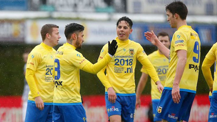 Selebrasi Stefano Lilipaly usai sumbang gol bagi SC Cambuur. Copyright: © Twitter/SC Cambuur.