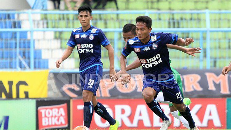 Pemain muda Arema FC yang dipanggil untuk mengikuti seleksi ketiga Timnas Indonesia U-22, Hanif Sjahbandi (kiri) dan Nasir. Copyright: © Ian Setiawan/INDOSPORT