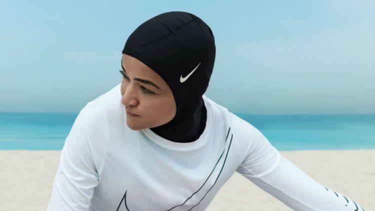 Zahra Lari, atlet ice skating wanita berhijab asal Uni Emirat Arab. Copyright: © Nike