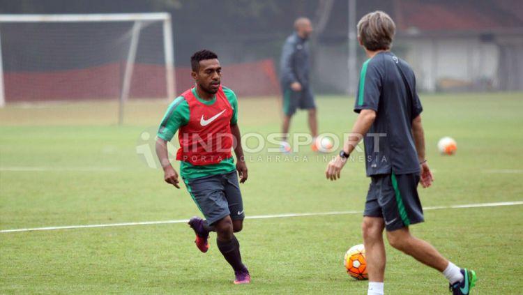 Winger PBFC yang dipanggil seleksi Timnas Indonesia U-22, Terens Puhiri. Copyright: Herry Ibrahim/Indosport