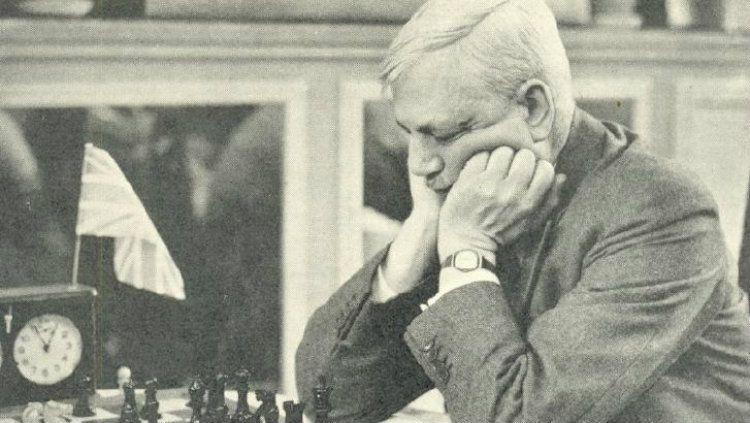 Sir George Alan Thomas, pemegang gelar juara terbanyak All England yang juga ahli bermain catur. Copyright: © chesshistory.com