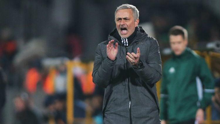Jose Mourinho dalam laga melawan Rostov di Piala Europa. Copyright: Andrey Bogunov/Anadolu Agency/Getty Images