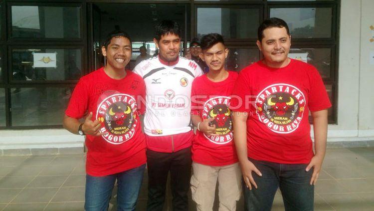 Nilmaizar pelatih Semen Padang. Copyright: © Muhammad Adi Yaksa/Indosport