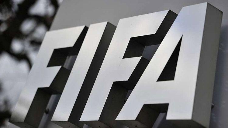 Logo resmi FIFA. Copyright: © goal.com
