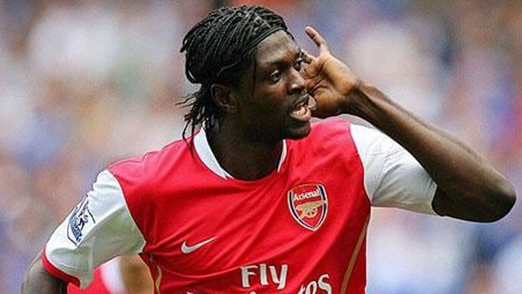 Emmanuel Adebayor saat berseragam Arsenal. Copyright: © thetelegraph.co.uk