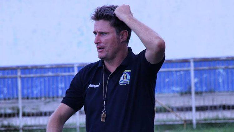 Pelatih Persiba, Timo Scheunemann. Copyright: © INDOSPORT/Teddy Rumengan.