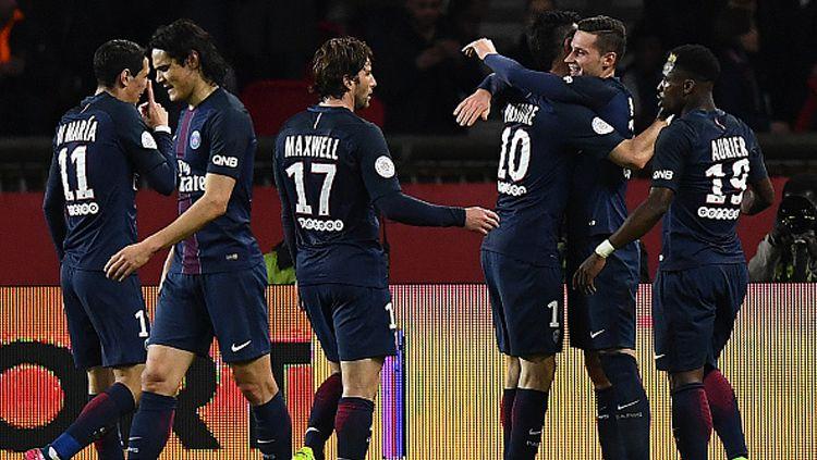 Skuat PSG rayakan gol yang dicetak Julian Draxler. Copyright: © FRANCK FIFE/AFP/Getty Images