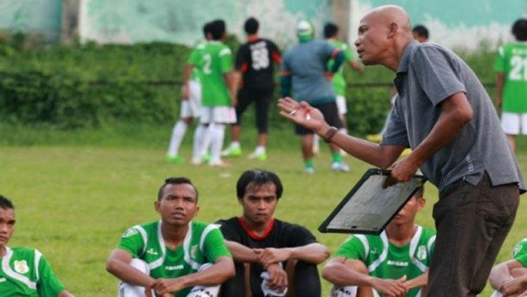 Suharto AD saat ini menjadi pelatih baru PS Bhineka di Liga 3 2019 zona Sumatera Utara. Copyright: © antarasumut