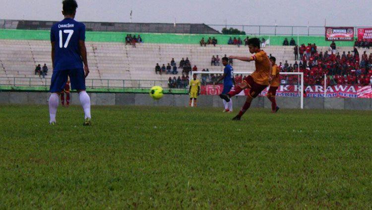 Rezky Ikhwan menciptakan gol indah dalam sebuah laga uji coba. Copyright: © Facebook Rezky Ikhwan