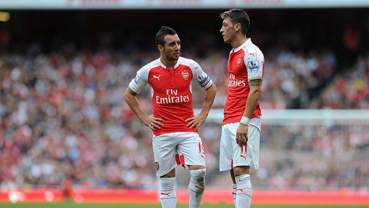 Santoi Cazorla dan Mesut Ozil. Copyright: © Stuart MacFarlane/Arsenal FC via Getty Images