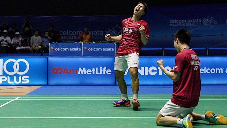 Marcus Fernaldi Gideon dan Kevin Sanjaya Sukamuljo lolos ke perempatfinal Indonesia Open 2018. Copyright: © MOHD RASFAN/AFP/Getty Images