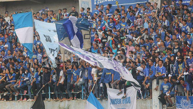 Panser Biru akan mendukung PSIS Semarang lewat jalur finansial melalui sewa papan iklan. Copyright: © Ghozi El Fitra