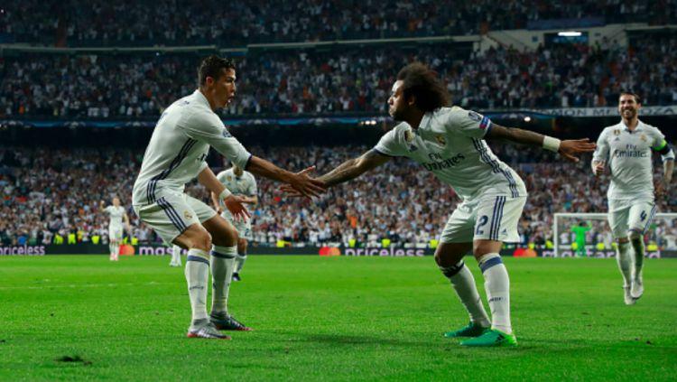 Ronaldo (kiri) dan Marcelo merayakan gol ke gawang Bayern Munchen. Copyright: Gonzalo Arroyo Moreno / Stringer / Getty Images