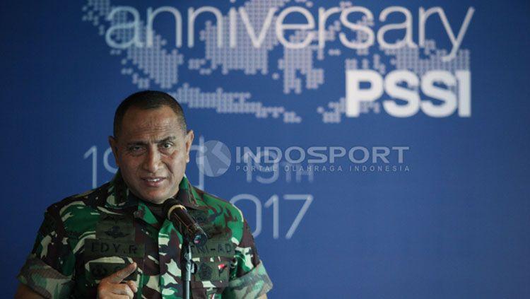 Edy Rahmayadi saat memimpin perayaan HUT PSSI. Copyright: © Herry Ibrahim/Indosport