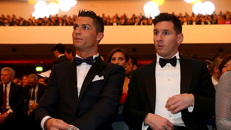 Messi dan Ronaldo saat menghadiri event Balon d'Or. Copyright: © FIFA/FIFA via Getty Images