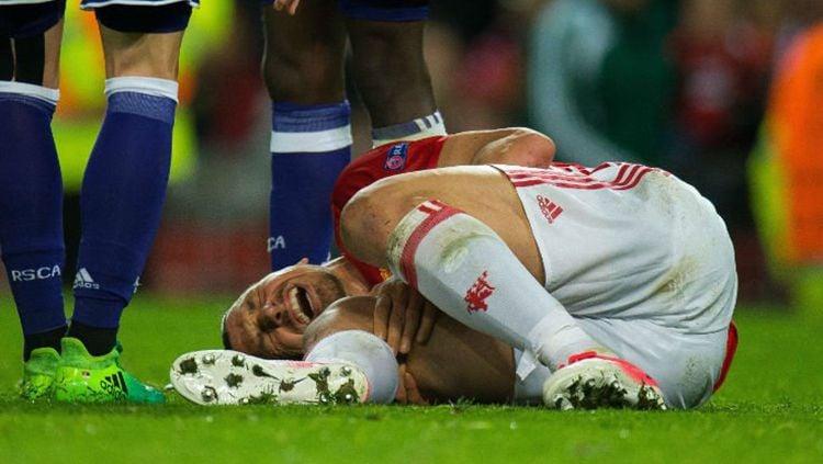 Ibrahimovic saat ingin ditandu karena alami cedera. Copyright: Twitter/EstadaoEsporte