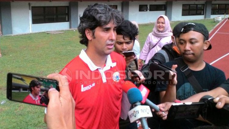 Pelatih Persija Jakarta, Stefano Cugurra Teco. Copyright: Gerry Anugrah Putra/Indosport